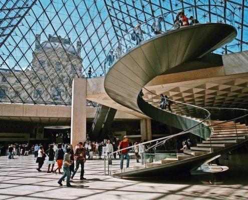 Louvre_Müzesi_giriş